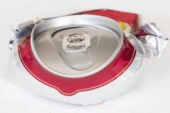 Η μπύρα αργιλίου μπορεί συμπιεσμένος για ανακύκλωσης στοκ φωτογραφία