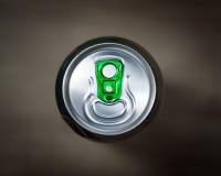 η μπύρα μπορεί να ολοκληρώ&sigm Στοκ Φωτογραφίες