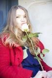 Η μυρωδιά γυναικών αυξήθηκε δίπλα στην πόρτα λεκέδων Στοκ φωτογραφίες με δικαίωμα ελεύθερης χρήσης