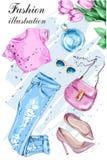 Η μόδα έθεσε με τα λουλούδια, τα θερινά ενδύματα, την τσάντα, τα γυαλιά ηλίου, τα παπούτσια και το άρωμα ελεύθερη απεικόνιση δικαιώματος