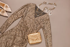 Η μόδα ντύνει το μοντέρνο σύνολο, το φόρεμα και τα εξαρτήματα Στοκ Εικόνα
