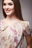 Η μόδα ομορφιάς ντύνει το περιστασιακό πρότυπο brunette γυναικών συλλογής Στοκ Φωτογραφία