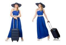 Η νέα γυναίκα φόρεμα και βαλίτσα που απομονώνεται στο μπλε στο λευκό Στοκ εικόνες με δικαίωμα ελεύθερης χρήσης