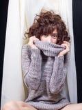 Η νέα γυναίκα Flirty αισθάνεται αρκετά Στοκ εικόνες με δικαίωμα ελεύθερης χρήσης