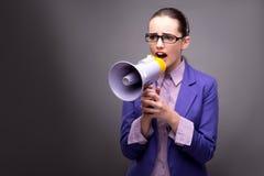 Η νέα επιχειρηματίας που φωνάζει μέσω του μεγάφωνου Στοκ Εικόνες