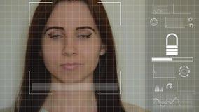 Η νέα καυκάσια γυναίκα χρησιμοποιεί το του προσώπου σύστημα αναγνώρισης απόθεμα βίντεο
