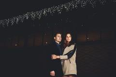 Η νέα οικογένεια πήγε στο εστιατόριο να γιορτάσει την ημέρα του βαλεντίνου Στοκ φωτογραφίες με δικαίωμα ελεύθερης χρήσης
