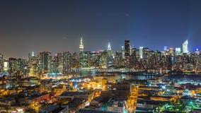 Η Νέα Υόρκη Μανχάταν βλέπει τη νύχτα από τις βασίλισσες Timelapse φιλμ μικρού μήκους