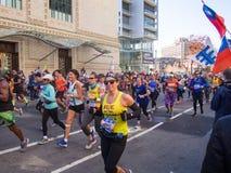 Η Νέα Υόρκη - οι Ηνωμένες Πολιτείες - άνθρωποι τρέχουν το μαραθώνιο της Νέας Υόρκης στοκ εικόνα