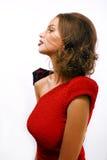 Η νέα όμορφη γυναίκα με την αλυσίδα και κάνει όπως το gussar ρόλο  Στοκ Εικόνες