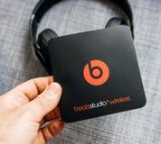 Η νέα Apple κτυπά από το Δρ Dre Beats Studio 3 τα ασύρματα ακουστικά Στοκ Εικόνες