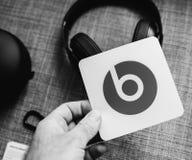 Η νέα Apple κτυπά από το Δρ Dre Beats Studio 3 τα ασύρματα ακουστικά Στοκ φωτογραφία με δικαίωμα ελεύθερης χρήσης
