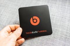 Η νέα Apple κτυπά από το Δρ Dre Beats Studio 3 τα ασύρματα ακουστικά Στοκ Φωτογραφίες
