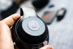 Η νέα Apple κτυπά από το Δρ Dre Beats Studio 3 τα ασύρματα ακουστικά Στοκ φωτογραφίες με δικαίωμα ελεύθερης χρήσης