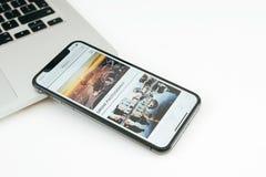 Η νέα Apple Iphone Χ smartphone ναυαρχίδων που τοποθετείται στον άσπρο πίνακα Στοκ φωτογραφία με δικαίωμα ελεύθερης χρήσης
