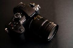 Η νέα Panasonic Lumix GH5 και φακός καμερών Leica 12-60 Στοκ Εικόνες