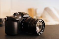 Η νέα Panasonic Lumix GH5 και φακός καμερών Leica 12-60 Στοκ Φωτογραφίες
