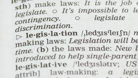 Η νομοθεσία, αγγλική σελίδα λεξιλογίου άνοιξε, νόμοι που κάνουν και που υπακούνε, πολιτική απόθεμα βίντεο