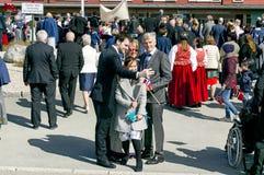 Η νορβηγική οικογένεια κάνει μια φωτογραφία selfi κατά τη διάρκεια του του Μαρτίου Στοκ εικόνες με δικαίωμα ελεύθερης χρήσης