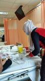 Η νοσοκόμα ήρθε να πάρει το νοσοκομείο αίματος ιδιωτικά στοκ φωτογραφία