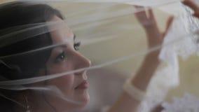 Η νύφη θαυμάζει το πέπλο απόθεμα βίντεο