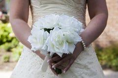 Η νύφη με την ανθοδέσμη Στοκ εικόνα με δικαίωμα ελεύθερης χρήσης