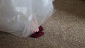 Η νύφη ντύνει τα παπούτσια φιλμ μικρού μήκους