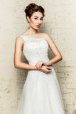 Η νύφη στο γαμήλιο φόρεμά της Στοκ εικόνες με δικαίωμα ελεύθερης χρήσης
