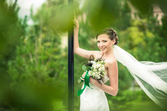 Η νύφη χαμογελά στοκ εικόνες