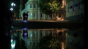 Η νύχτα, μια συγκέντρωση, ποδήλατα, πηγαίνει με τα ποδήλατα, εξωτικά φιλμ μικρού μήκους