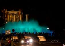 Η νύχτα παρουσιάζει μαγικές πηγές στη Βαρκελώνη Στοκ Εικόνες