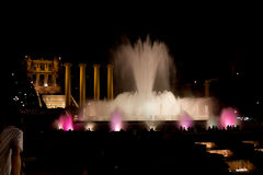 Η νύχτα παρουσιάζει μαγικές πηγές στη Βαρκελώνη Στοκ φωτογραφίες με δικαίωμα ελεύθερης χρήσης