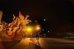Η νύχτα παρουσιάζει των παραδοσιακών κεριών Λατρεία επετείου στο βουδισμό Στοκ Εικόνες