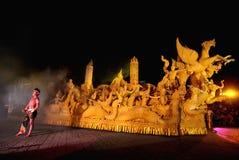Η νύχτα παρουσιάζει των παραδοσιακών κεριών Λατρεία επετείου στο βουδισμό Στοκ Φωτογραφία