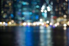 Η νύχτα πόλεων της Σιγκαπούρης ανάβει θολωμένος bokeh Στοκ Φωτογραφίες