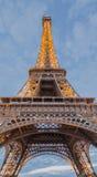 Η νύχτα του Παρισιού πύργων του Άιφελ Στοκ φωτογραφία με δικαίωμα ελεύθερης χρήσης