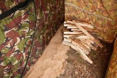 Η ξύλινη αποθήκη εμπορευμάτων βρίσκεται μπροστά από το λουτρό στοκ εικόνα με δικαίωμα ελεύθερης χρήσης