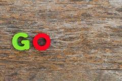 Η ξύλινη επιστολή ήρθε στη λέξη ΠΗΓΑΙΝΕΙ στοκ φωτογραφία με δικαίωμα ελεύθερης χρήσης