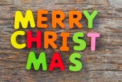 Η ξύλινη επιστολή ήρθε στη Χαρούμενα Χριστούγεννα λέξης στοκ εικόνες