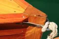 Η ξύλινη πλέοντας βάρκα, νοσταλγική, το καλοκαίρι στη λίμνη, κάλεσε Lateiner, μια παλαιά βάρκα πανιών στοκ εικόνα με δικαίωμα ελεύθερης χρήσης