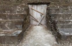 Η ξύλινη πόρτα είναι κλειστή Στοκ Εικόνες
