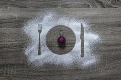 Η ξύλινη σκόνη υποβάθρου κονιοποίησε κεντημένο το χιόνι ροζ σπινθηρισμάτων σφαιρών χριστουγεννιάτικων δέντρων συσκευών μαχαιριών  Στοκ εικόνες με δικαίωμα ελεύθερης χρήσης