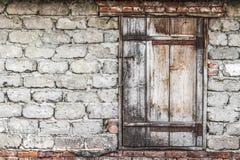 Η ξύλινη πόρτα στη σιταποθήκη Στοκ Εικόνες