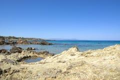 η οδοντωτή ακτή στο βόρειο τμήμα της Κρήτης στην Ελλάδα στοκ φωτογραφία με δικαίωμα ελεύθερης χρήσης