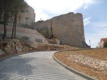 Η οδός επάνω ο λόφος στο κάστρο Sibenik στοκ εικόνες με δικαίωμα ελεύθερης χρήσης