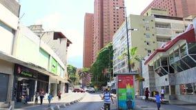 Η οδός στη λεωφόρο Sabana Grande στο Καράκας με το πεζοδρόμιο λεωφόρων Sabana Grande κάλυψε το τετράγωνο απόθεμα βίντεο