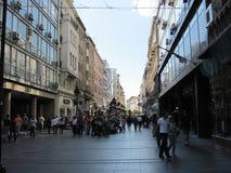 Η οδός Mihailova Knez είναι η κύρια ζώνη πεζών και αγορών σε Βελιγράδι, Σερβία στοκ εικόνα
