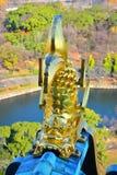 Η Οζάκα Castle, το πράσινο κάστρο με τα χρυσά εμβλήματα τιγρών Στοκ εικόνα με δικαίωμα ελεύθερης χρήσης