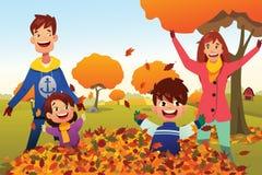 Η οικογένεια γιορτάζει την εποχή φθινοπώρου υπαίθρια ελεύθερη απεικόνιση δικαιώματος