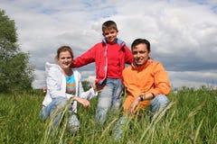 η οικογένεια ευτυχής κά&th Στοκ εικόνα με δικαίωμα ελεύθερης χρήσης